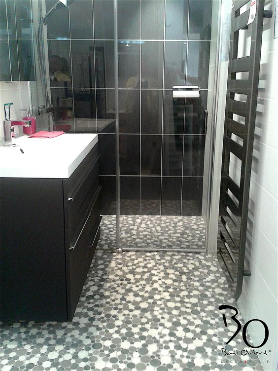 batiorient propose un sol de salle de bain en mosaque ronde blanc gris