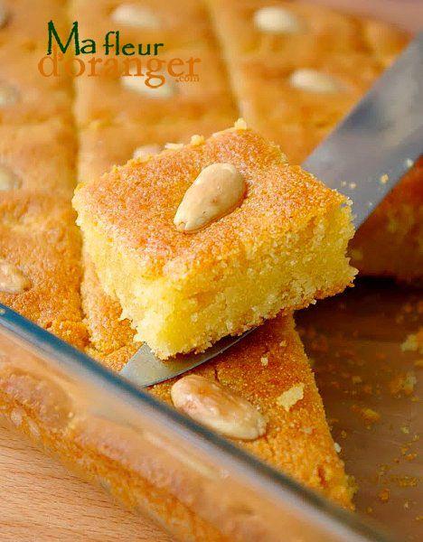 Basboussa égyptienne aux amandes. Ingrédients : Ingrédients pour le gâteau : 500 g de semoule...