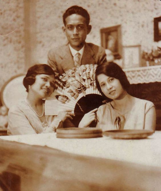 Filipina divas Jovita Fuentes and Mercedes Matias Santiago in Italy circa 1930s.: