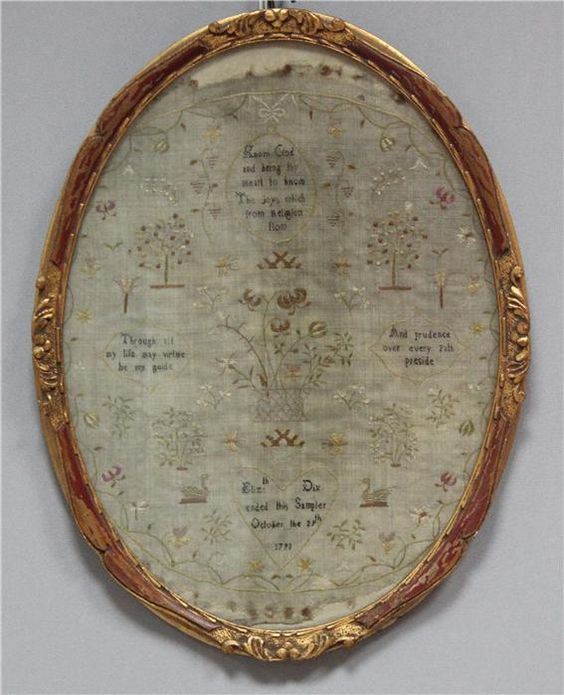 "Bestickt mit floralen Elementen, Enten, Sinnspruch ""Know God and bring thy heart..."", sowie ""Elis: Dix ended this Sampler October the 28th. 1793"". Altersspuren. 35x 28 cm (im Oval). Geschnitzter Rahmen."