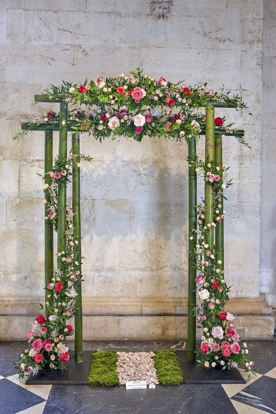 Une Arche En Bambou Lilaspourpre Wedding Stage Decorations
