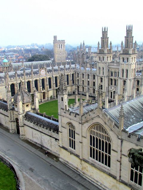 University of Oxford (UK) is made up of several colleges. I studied at St. Anne's College during my summer in Oxford.