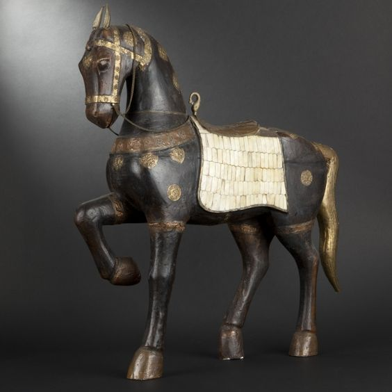 Carved wood harnessed horse #expertissim: