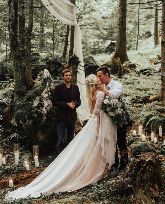Wedding in the woods #weddingphotoideas #weddingphotography #romanticweddingideas #weddingceremonyideas