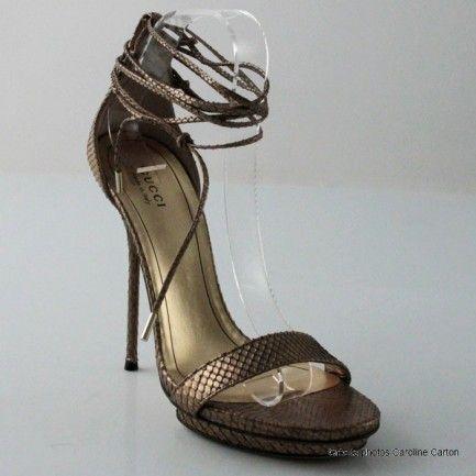 Gucci sandales à lanières en python doré