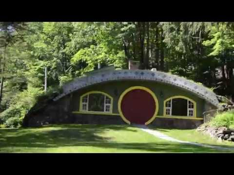 Transport From New York To The Shire When You See Hobbit Hollow A Stunning Passive Hobbit House With A Green Roof Bu Green Roof Building Green Roof House Roof