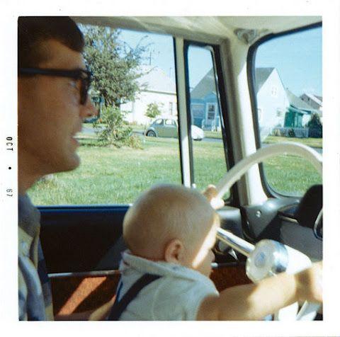 Kurt Cobain de 5 meses con su padre, Don, Julio del 67.