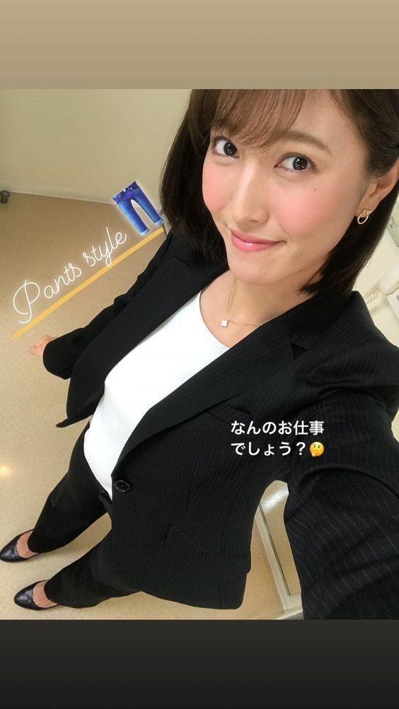 スーツ姿の小澤陽子