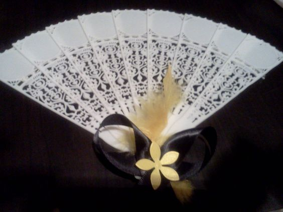 A cute simple way to decorate a fan!