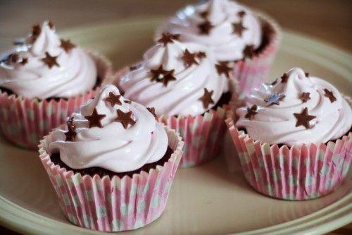 Chokolade cupcakes med marshmallow frosting / Chocolate cupcakes with marshmallow frosting