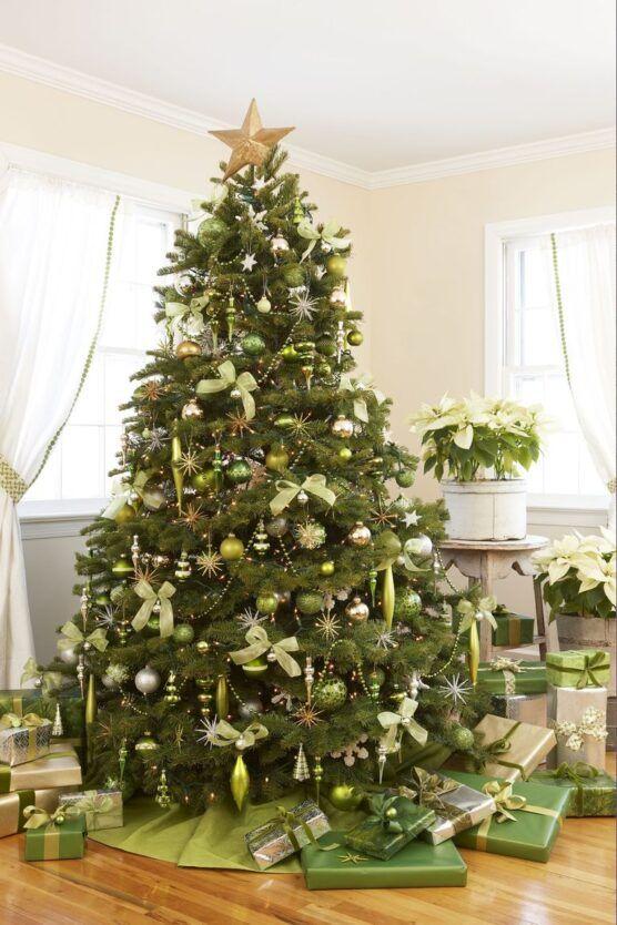 28 Amazing Outdoor Christmas Decorations Christmas Tree Inspiration Green Christmas Decorations Green Christmas
