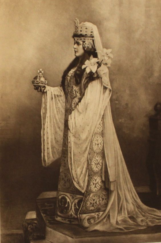 Lady Randolph Churchill in The Devonshire House Ball, photo Lafayette Portrait Studios. Black and white photography. London, England, 1897.