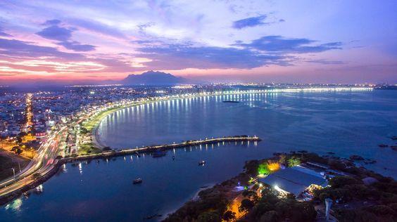 Cidade de Vitória (2)  Praia de Camburi e Pier