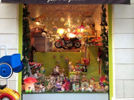 LOULOU La CANAILLE shop window display, vitrine