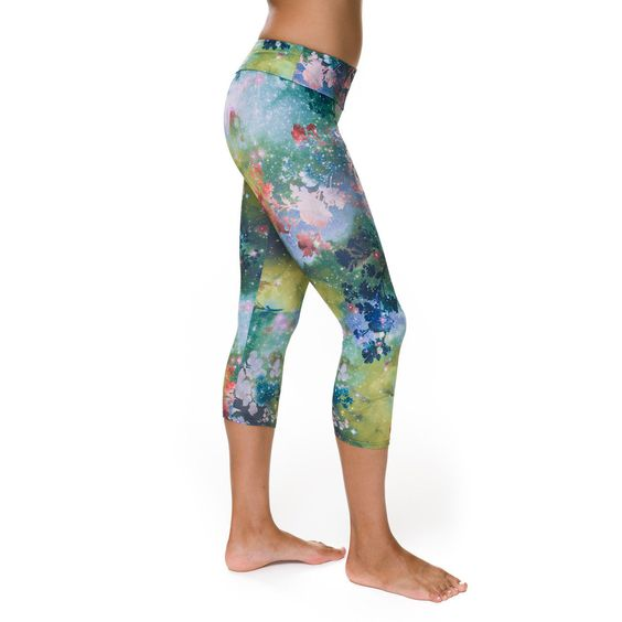 If you're a fan of Bikram yoga, then you'll know that your hot yoga clothing needs to be able to perform just as well as you do in the intense heat of the studio.