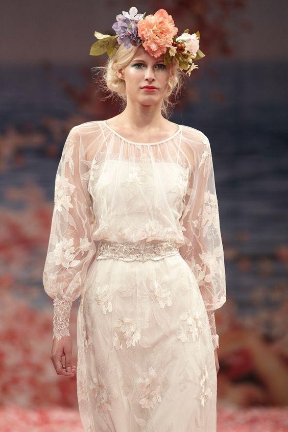 Quem tem braços cheinhos deve optar por um vestido de noiva com manga comprida, fazendo um disfarce dos braços no vestido de noiva.