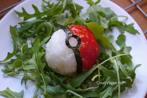 cómo hacer una original pokeball (Pokemon) de arroz, ideal para sorprender a los niños y con ingredientes muy comunes.