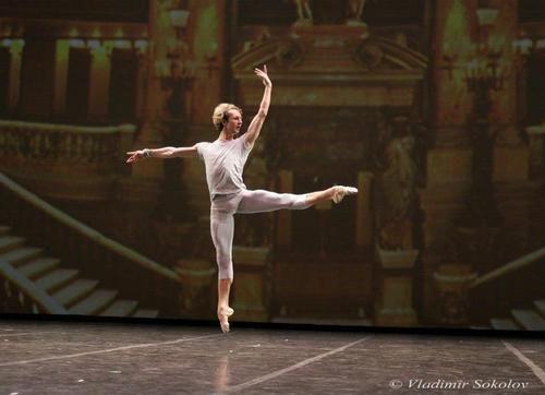 Semyon Chudin in 'Tchaikovsky Pas de Deux' at Dance Open in St Petersburg, photo (c) Vladimir Sokolov