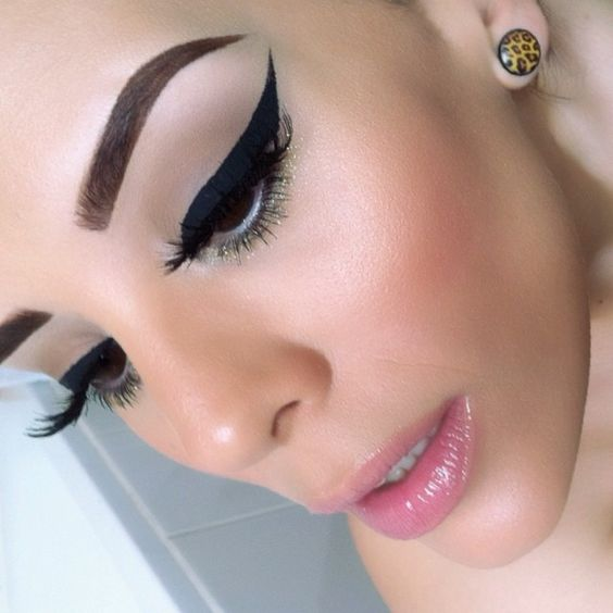 Natural brown eyes- Dramatic winged eyeliner- Nude Pink lips