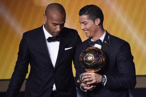 Ballon d'Or 2014 / Thierry Henry en compagnie de Cristiano Ronaldo, vainqueur de son troisième Ballon d'Or en 2014 après ceux de 2008 et 2013.