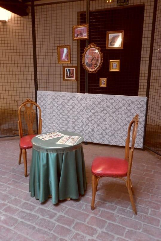 """Instalación """"Familia Ostinato"""". Exposición """"Mil historias en el coco"""". Mesón Morella, Valencia. 2013"""