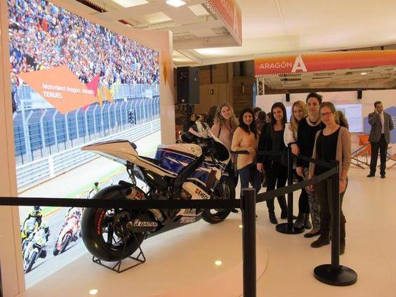 La moto de @lorenzo99 para promocionar #Motorland en el #stand de #Aragón #Fitur2013