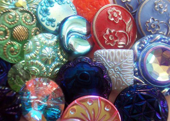 Pretty vintage buttons.: Vintage Buttons, Buttons Vintage, Buttons Buttons, Antique Buttons, Antiques Pickers Vintage, Buttons Antiques, Antiques Vintage, Beautiful Buttons, Buttons Google