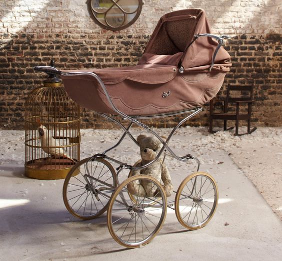 ✕ Perhaps one of the sweetest prams I have ever seen, with its pale rose scalloped fabric and gentle wheels… / #bebe #pram #children