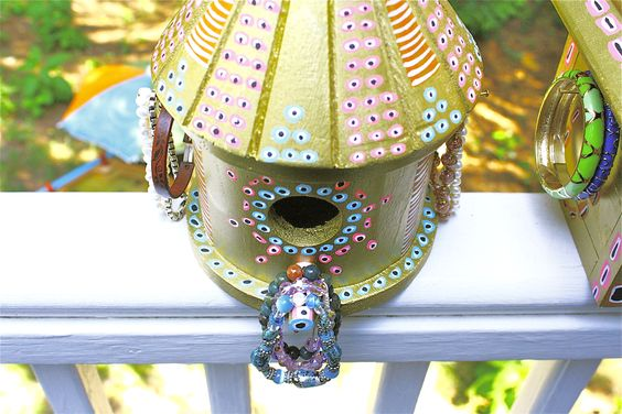 DIY birdhouse jewelry holder. Gorgeous and perfect for little girls!