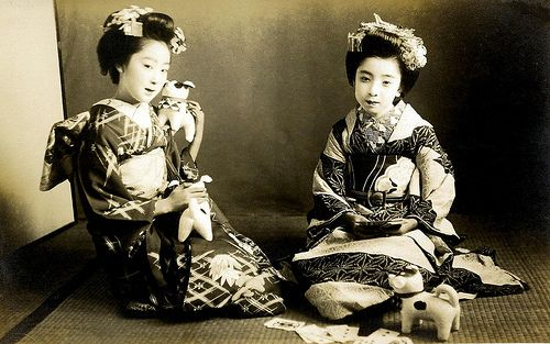 Two Osaka Maiko with Toy Dogs 1920s. Over-exposed and slightly out of focus, but still a delightful postcard from around the 1920s or 30s.
