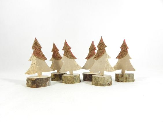 Décoration de noël en bois, rouge et doré, lot de 6 sapins en bois chantournés à la main : Accessoires de maison par melissa-art-et-creation-deco