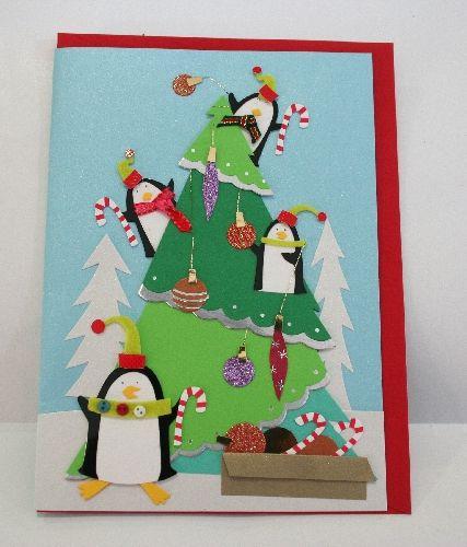 Biglietto auguri Pinguini e Albero di Natale con doni. cm.12,5x17,8 in carta perlata azzurra e busta rossa