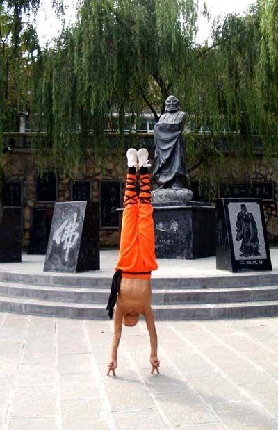 Shaolin Kung Fu, COOL! Shaolin Kung Fu Two Fingers Stand