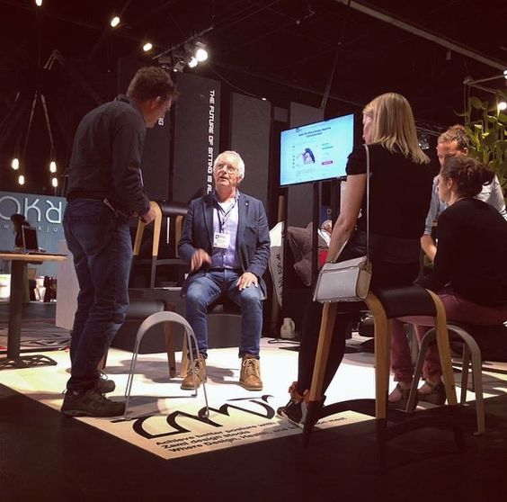 @ZamiLife demonstrates how Zami can improve your posture at Design District @DesigndistrictA (formerly 100% Design) in the NL #DesignD15