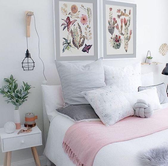 Jueves feriado y nadie sale de su cama!!!! Los dejo que con este precioso espacio con nuestros cuadros de suculentas. Med 50x60 valor $100.000 c/u
