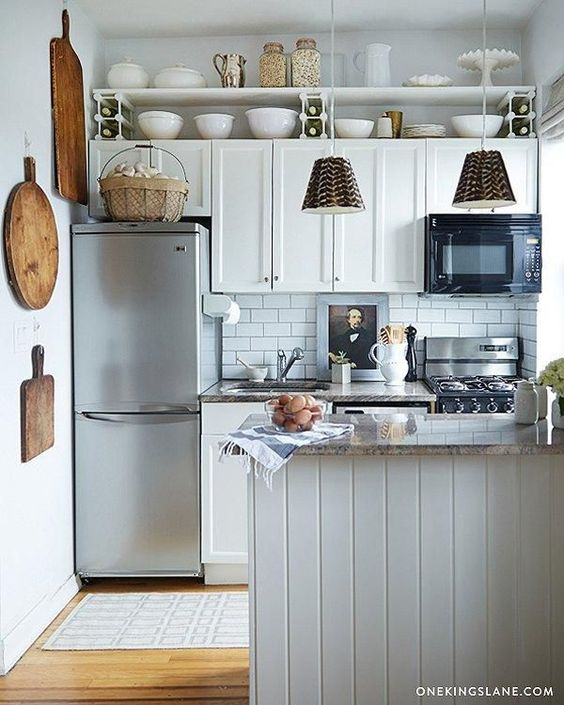 Small all-white kitchen with wood accents, open shelves and vertical storage. #smallkitchen #traditional #whitekitchen #openshelves