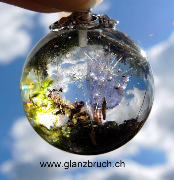Schmuck - Kette - Jewelry Meine Kleine Welt - Eine Blüte vom Strandflieder, Moos und Pusteblumenschirmchen in Kunstharz eingegossen