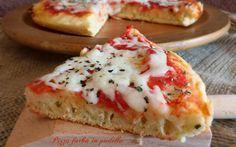 La PIZZA FURBA IN PADELLA è una pizza buonissima che si realizza in padella direttamente sul fornello della cucina, senza lievitazione.