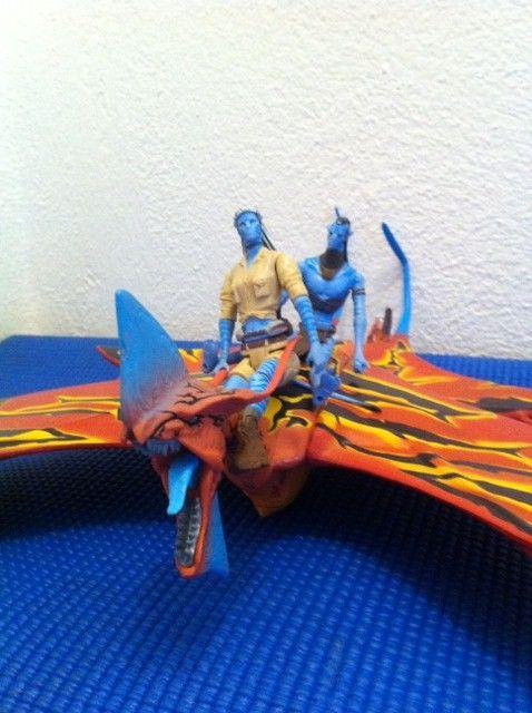 Pájaro Avatar   $450  Leonopteryx o Toruk Avatar con dos figuras, Avatar Jake Sully.