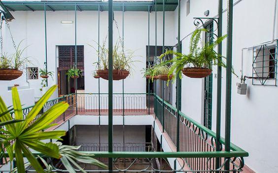 Loft Habana es una casa colonial de tres plantas restaurada recientemente, a solo una manzana del Hotel Armadores de Santander y en una de las zonas más atractivas de La Habana Vieja, frente a la bahía y a la terminal de cruceros.