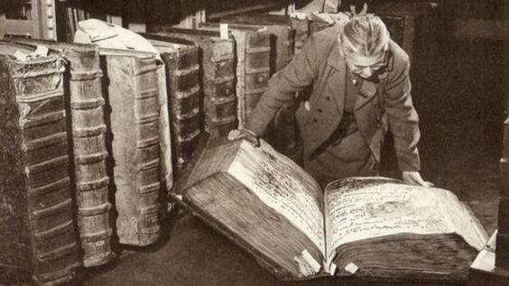 Livros gigantes encontrados em biblioteca gigante no Castelo de Praga foram ocultados da humanidade - Sempre Questione