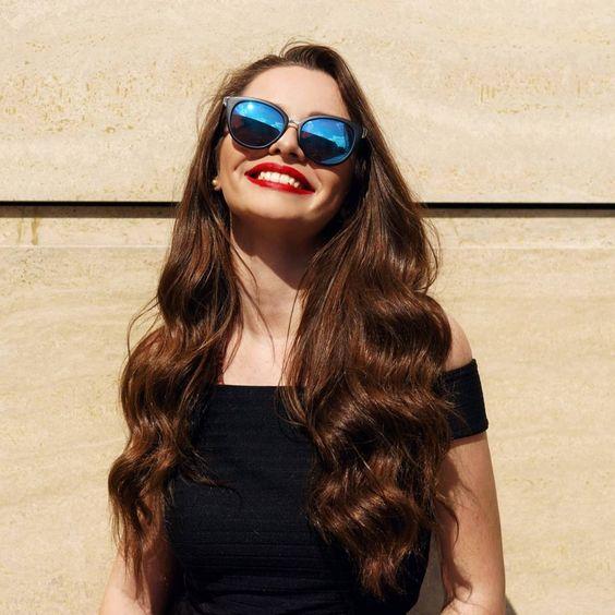 """Wahr oder Falsch? Das sind die 7 größten Haarmythen - """"Wachsen Haare wirklich schneller, wenn man sie regelmäßig schneidet und was ist dran, dass häufiges Haare bürsten die Haare glänzen lässt? Sieben Mythen im Check."""""""