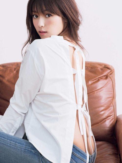 セクシーな衣装の深田恭子