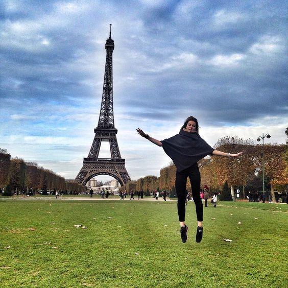 Взлетаю  #eiffel #eiffeltower #eiffel_tower #paris #france #beauty #city  by kristinagutko
