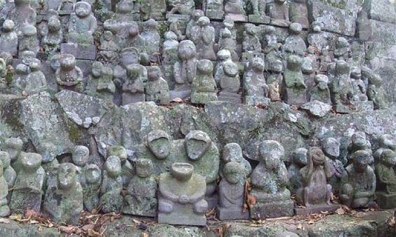 Affen Statuen (Stein); Odake Schrein, Insel Iki (in der Meerenge zwischen Kyushu und Korea)