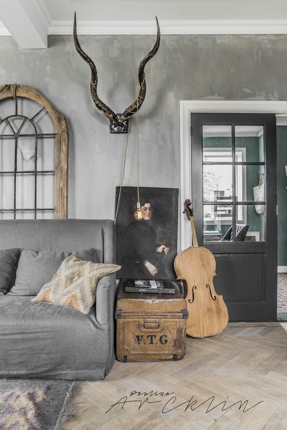 L'Authentique Paints & Interior lime paint in the color 59- Beton. Picture taken by @paulinaarcklin