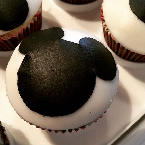 """mickey mouse for a first birthday party #mickeymousecupcakes"""