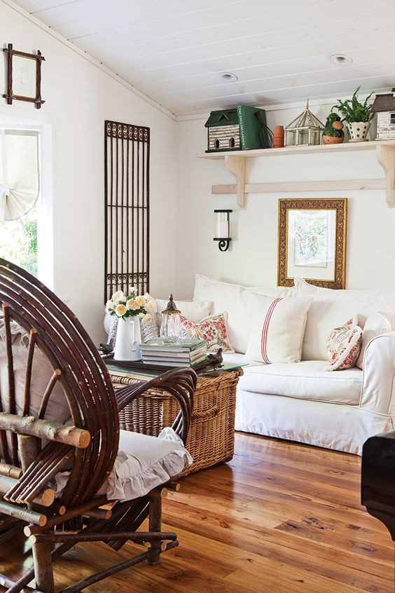 Cottage decor: Living room | Julie O'Keefe via The Cottage Journal: