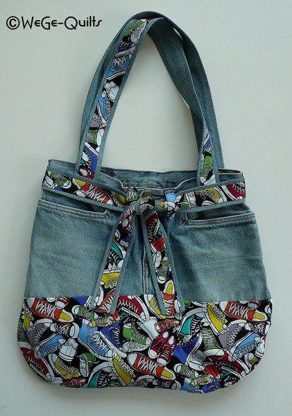 Tasche genäht aus einer alten Jeans und kombiniert mit neuem Stoff. Oberer Teil ist die Jeans bis kurz unter die Taschen. Griffe und Gürtel sind aus den Hosenbeinen genäht, in kombi mit...