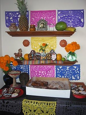 Ofrenda  http://theholyenchilada.blogspot.com/search/label/Altars%20and%20vignettes
